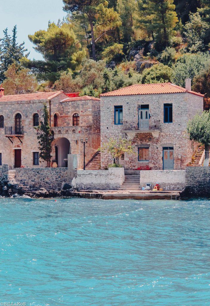 Πετρόχτιστα παραδοσιακά σπίτια